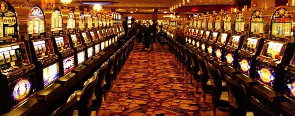 Игровой зал в казино игровые автоматы слгот онлайн бесплатно